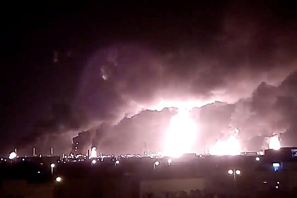Hai cơ sở dầu mỏ của Ả-rập Xê-út bị tấn công