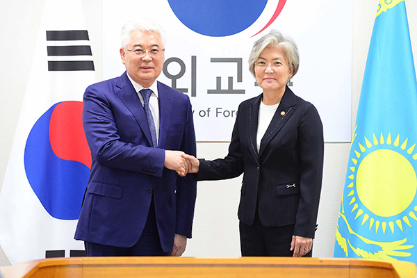 韩国和哈萨克斯坦举行外长会谈