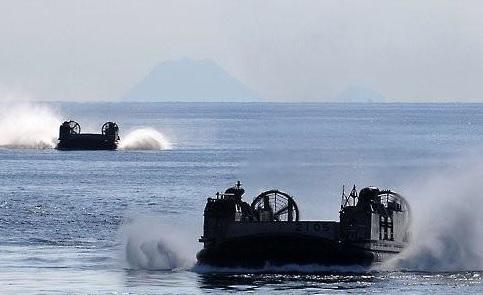اليابان والولايات المتحدة تجريان مناورات لصواريخ أرض بحر في كوماموتو