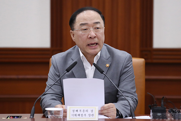 Finance Minister: S. Korean Population Problems are 'Serious Issue'