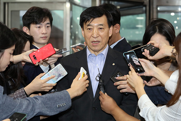 محافظ مصرف كوريا المركزي: خفض أسعار الفائدة الأمريكية كان متوقعا