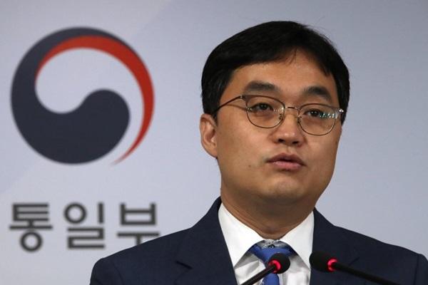 Séoul fait le distinguo entre les retrouvailles de familles séparées et la défection de 12 nord-Coréennes au Sud
