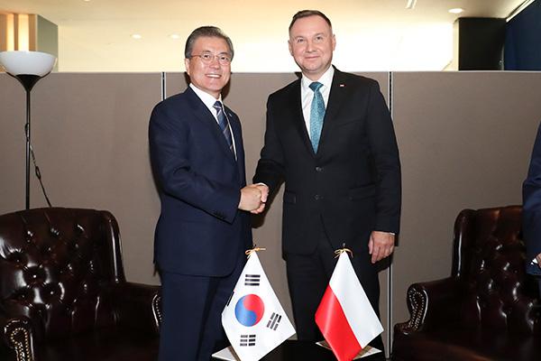 سيول تطلب دعم بولندا لجهود السلام في شبه الجزيرة الكورية
