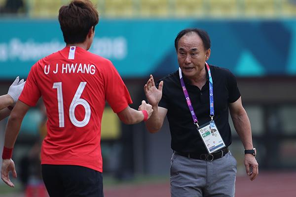 U-21 김학범호, U-19 축구대표팀에 4-1 완승…'두 수 지도'