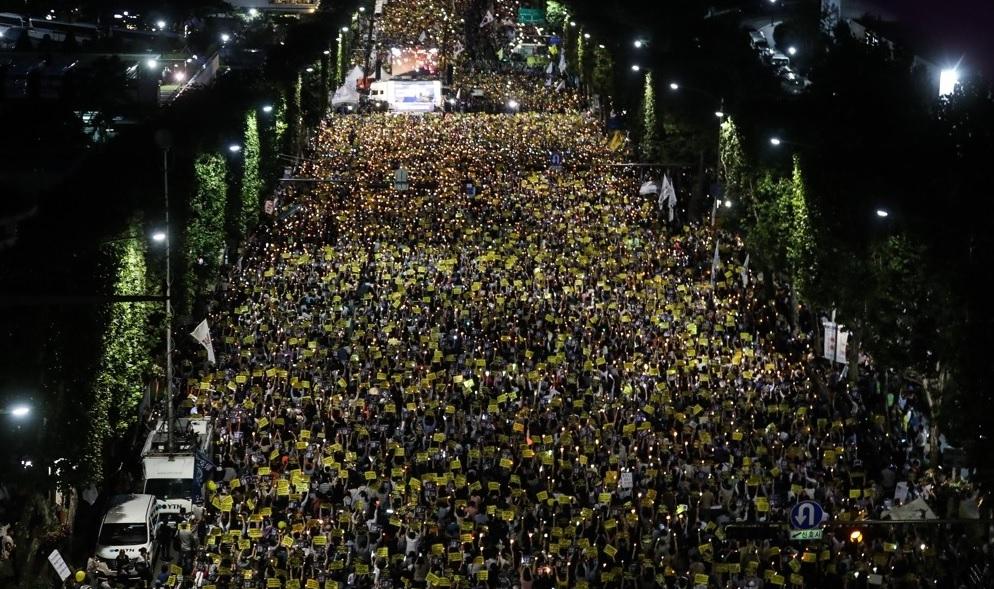 韩民众要求改革检察组织 检方将按照原则调查曹国