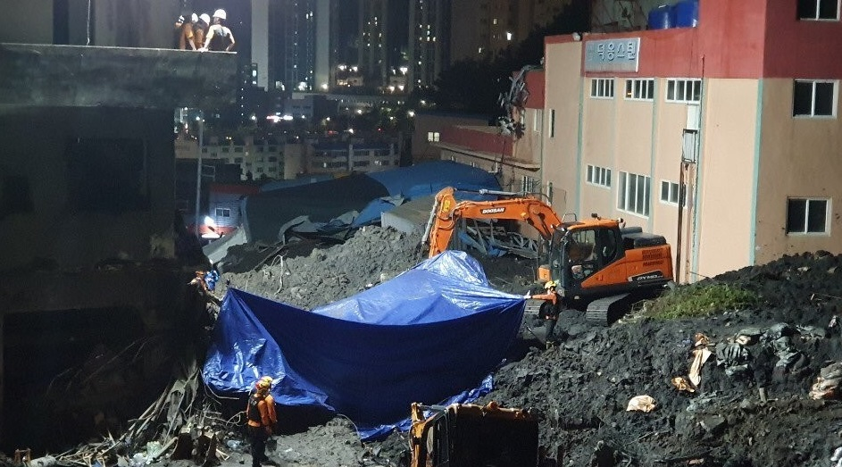At Least 12 Dead, 2 Missing after Typhoon Mitag Hits Korean Peninsula