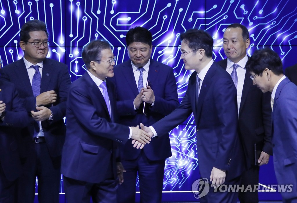 Moon Hails Samsung Display's High-tech Investment Plan