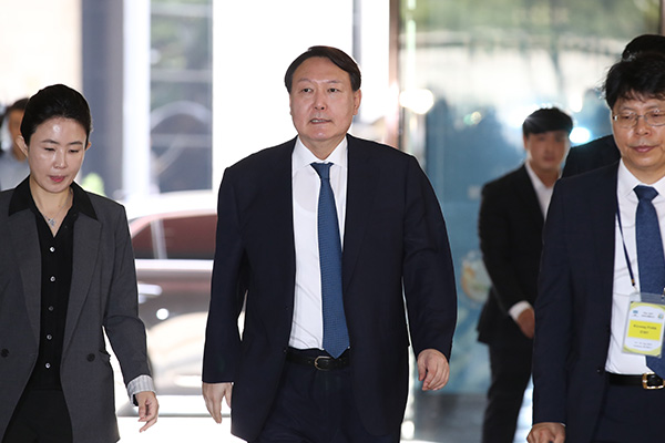 Prosecutor Chief Yoon Accused of Visiting Sex Tape Villa