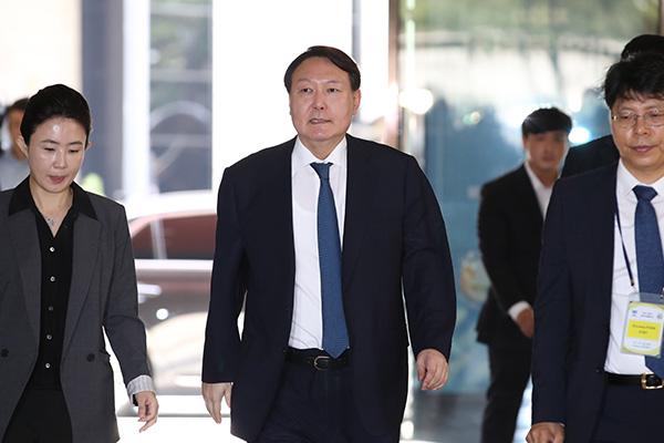 """청와대 """"'윤석열 접대 의혹' 검증 여부, 확인해주기 어렵다"""""""