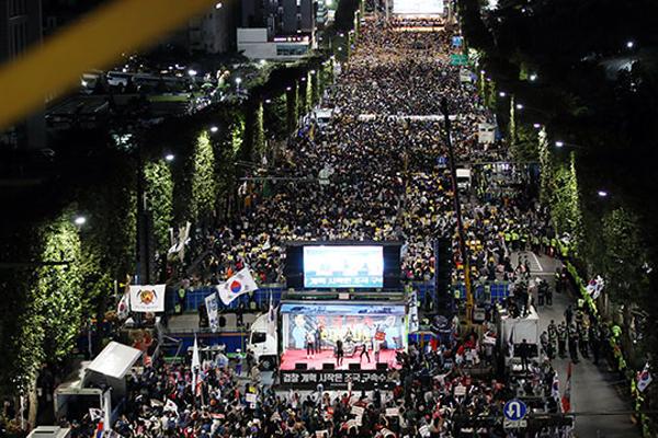 서초동서 또 '검찰 개혁' 대규모 집회..'조국 규탄' 맞불 집회도