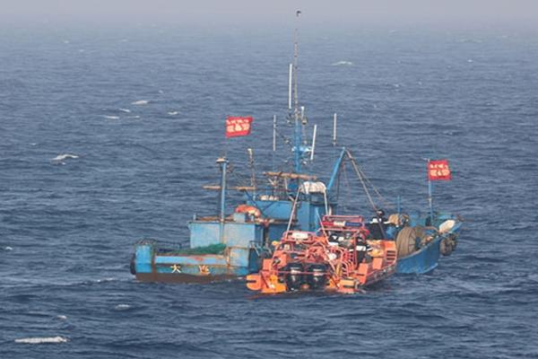 서해 우리해역 불법 침범하고 달아난 중국어선 2척 나포
