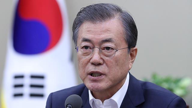 Moon se disculpa tras dimitir el ministro de Justicia pero insiste en la reforma