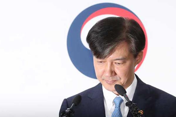 朝野对曹国辞职反应截然不同