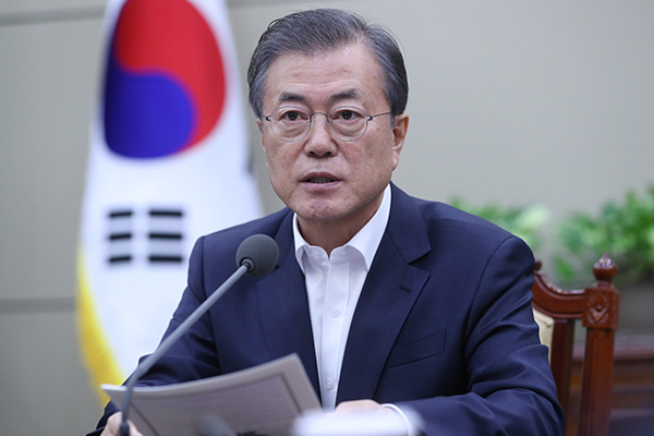 Moon Apologizes for Causing Discord Over Justice Minister's Appointment