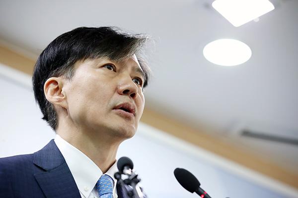 Chính giới phản ứng trái chiều về việc Bộ trưởng Tư pháp xin từ chức