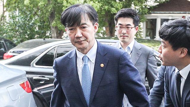 曺国法務部長官の辞任、なぜこの時期に? その背景は?