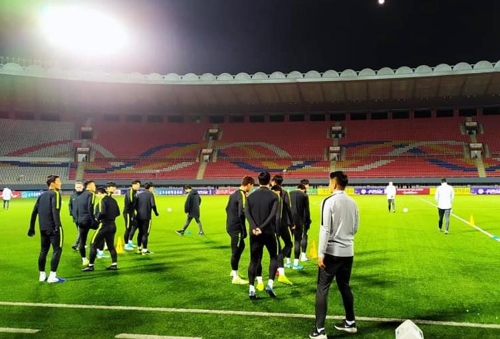 S. Korea's Men's Soccer Team Gets Hour-long Practice in Pyongyang