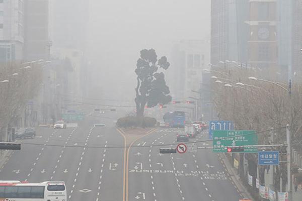 الحكومة تضبط قيادة السيارات للحد من الغبار الناعم