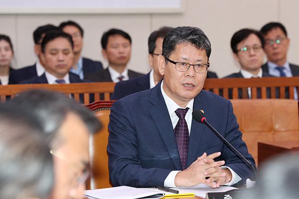 Bộ trưởng Thống nhất nhận trách nhiệm về trận đấu bóng đá giữa hai miền Nam-Bắc