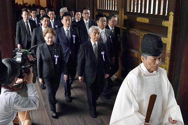 日本国会议员集体参拜靖国神社