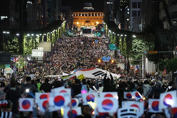 Continúan las manifestaciones sobre la reforma de la Fiscalía