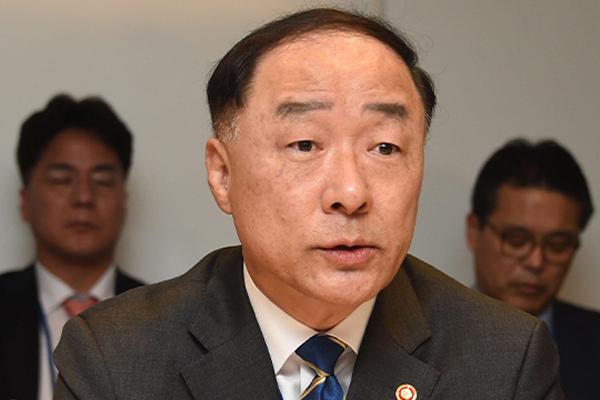 Hong Nam-ki s'aligne sur les perspectives du FMI et de l'OCDE pour la croissance sud-coréenne de cette année