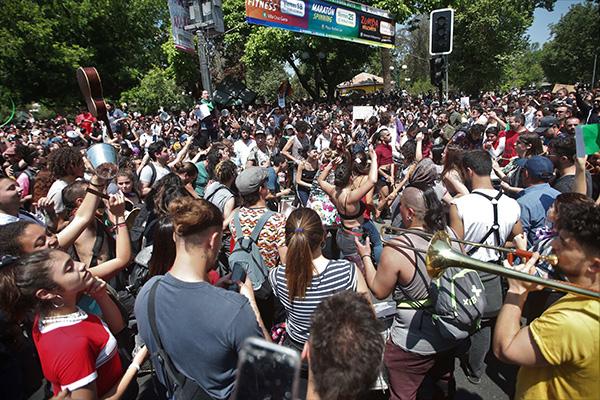 El Gobierno chileno acusa al K-Pop de influir en las protestas