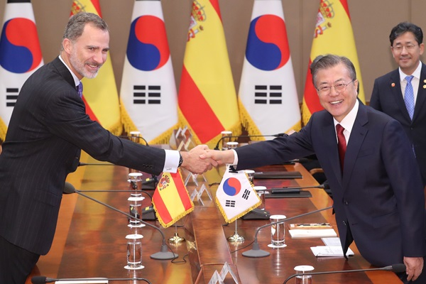Moon Hopes for Further Cooperation with Spain on 5G, Other Sectors