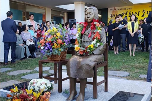 美国第5座和平少女像27日揭幕
