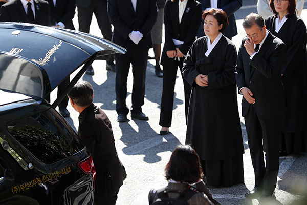 金正恩向文在寅致唁电 对文在寅母亲去世表示哀悼