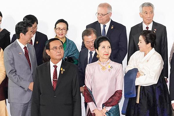 Лидеры стран АСЕАН приветствуют диалог между США и КНДР