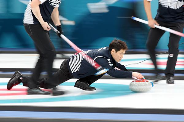 Южнокорейские спортсмены стартовали с победы на чемпионате мира по кёрлингу