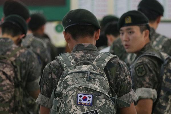 Hơn một nửa số người khảo sát phản đối chế độ quân dịch tự nguyện