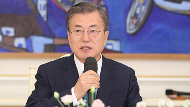 Pres. Moon to Have Dinner with Party Leaders Sunday