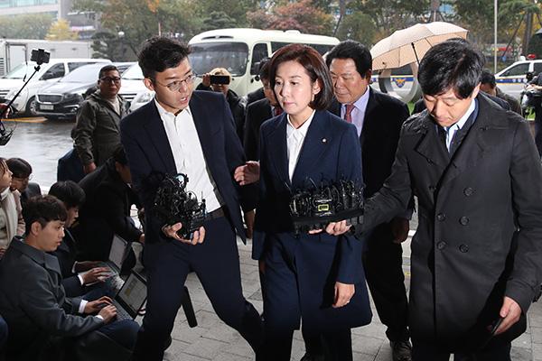 Đại diện đảng Hàn Quốc tự do tại Quốc hội trình diện Viện Kiểm sát