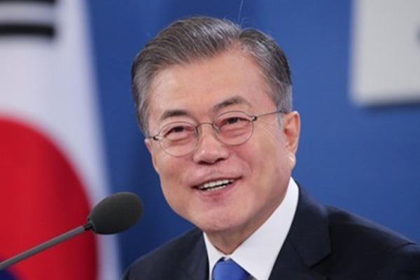 Presiden Moon Terima Surat Kepercayaan dari 12 Duta Besar untuk Korsel