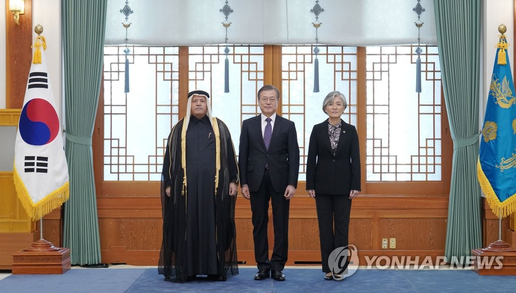 الرئيس مون يتسلم خطابات اعتماد من 12 سفيرا لدى كوريا