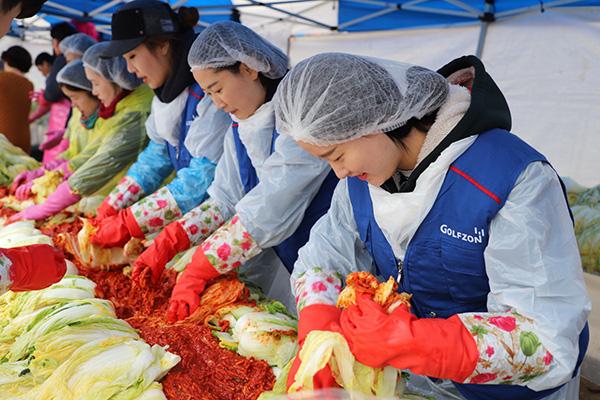 63% Rumah Tangga Korsel Akan Buat Langsung Kimchi