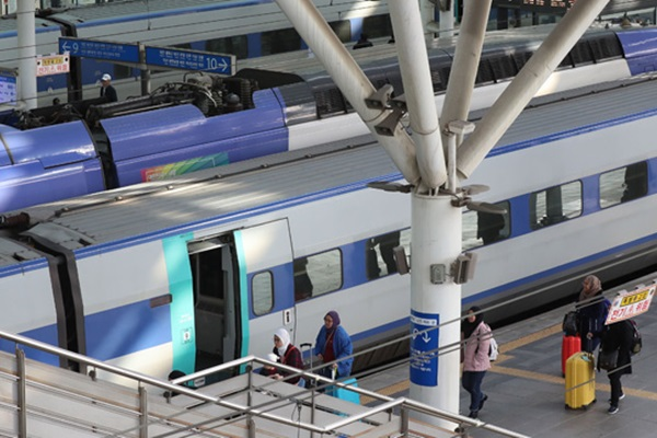 Railway Workers to Launch Indefinite Strike from Wednesday