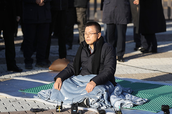 한국당 황교안 무기한 단식…선거법 협상 실무회의