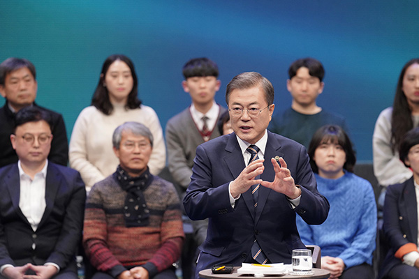 Moon Addresses GSOMIA, N. Korea, Reform Drive at Town Hall Meeting