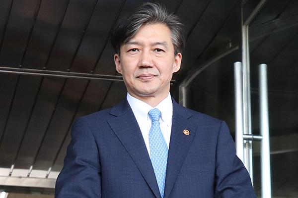 Cựu Bộ trưởng Tư pháp Cho Kuk tiếp tục trình diện Viện Kiểm sát