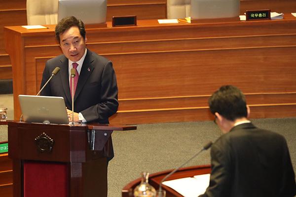 한국당 의원 손에 간 총리 동생 개인정보…파견 판사가 유출