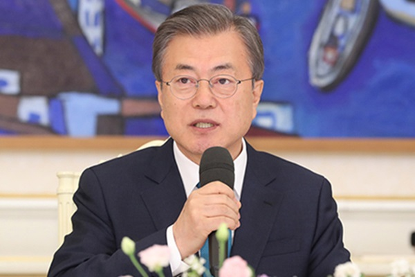 Moon Vows Joint Efforts with China, Japan on Fine Dust