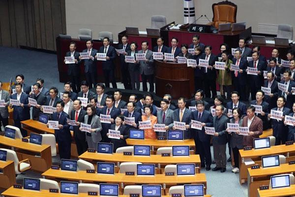 朝野激烈对立 2日恐难举行国会全体会议