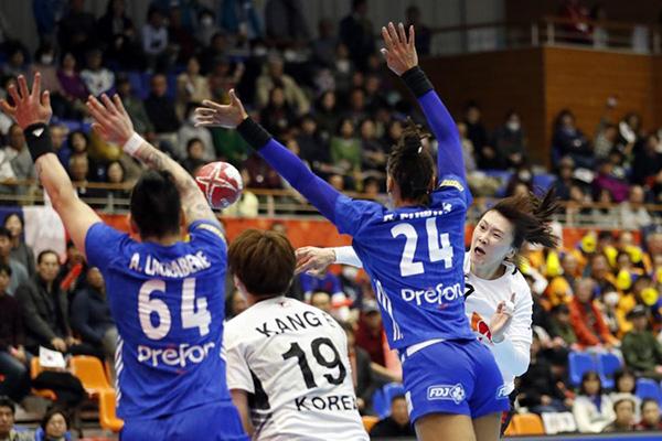 한국 여자핸드볼, 2013년 세계선수권 챔피언 브라질도 제압
