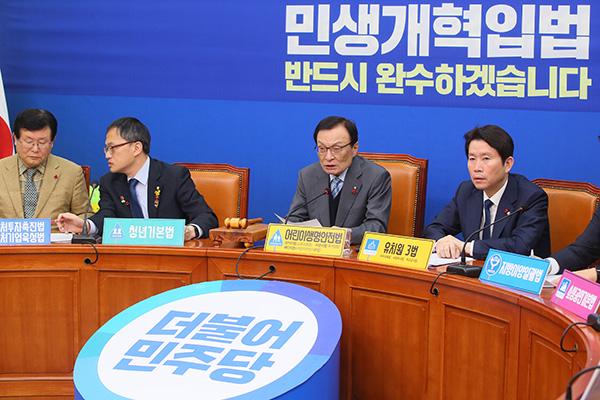 """민주당 """"한국당 제외하고 예산·개혁법안 협상 시작할 것"""""""