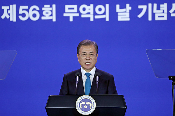 Moon Calls for Overcoming Protectionist Trade