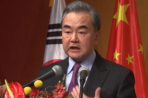 Chinas Außenminister kritisiert in Südkorea wiederholt USA