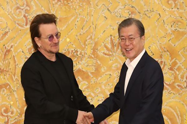 Presiden Moon Bertemu dengan Grup Rock Irlandia, U2